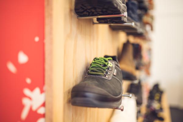 Werkschoenen en Werklaarzen bij Bedrijfskleding Handelshuis